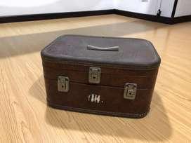 Antiguo maletín de mano para restaurar
