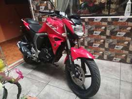 Vendo moto Yamaha color Rojo