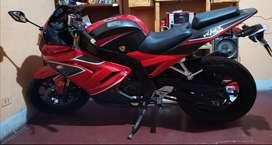 Se vende moto pistera con papeles en reglas cero papeletas.