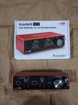 Tarjeta de sonido Focusrite sacrlett 2i2