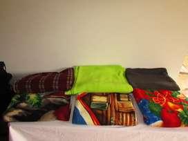Cobijas cama doble  y decoración navideña - usadas