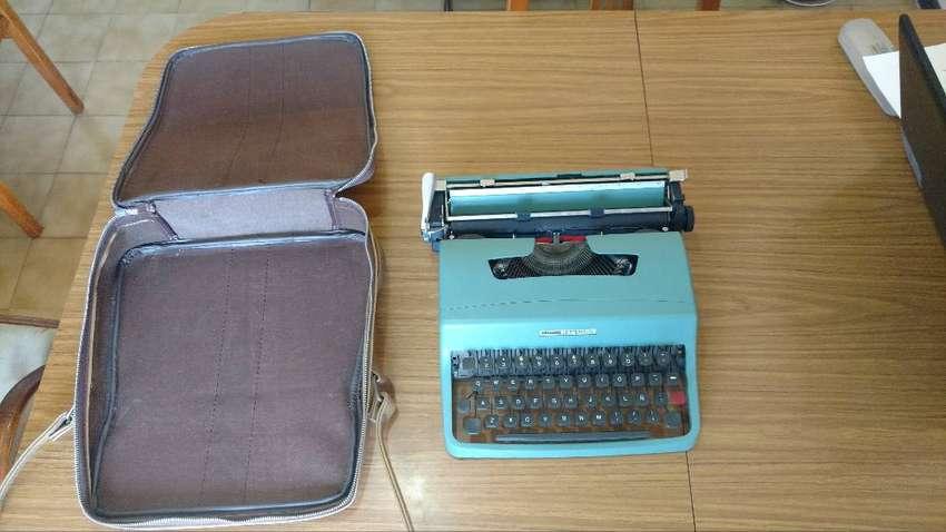 Máquina de escribir Olivetti LETTERA 32 0