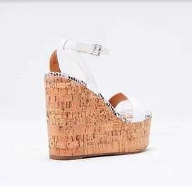 Hermosas sandalias en plataforma - nuevas