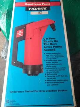 Bomba manual para succionar líquidos de canecas de 55 galones