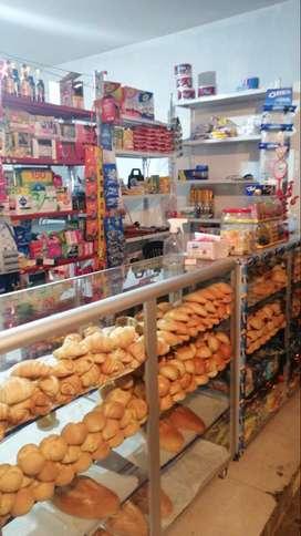 Montaje de panadería y tienda