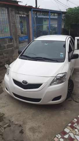 Se vende Toyota Yaris impecable