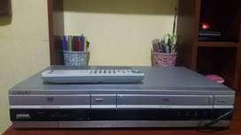 VENDO REPRODUCTOR DUO. DVD Y VHS MARCA SONY.A SONY