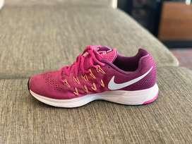 Tennis Nike Zoom talla 8us