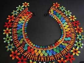 Hermosos collares, manillas y joyas en mostacilla checa