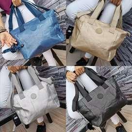 Bello bolso Tipo Kipling marca Vivolle Espectacular Incluye mico.  diseños modernos y exclusivos