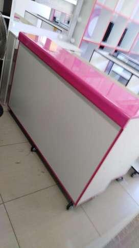 mueble mostrador para negocio de ropa
