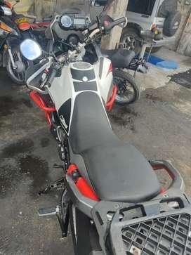 Vendo moto XTZ660 en buen estado, incluye cajon o baul.