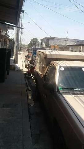 Linda camioneta dorada negociablek