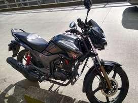 Moto hero thriller como nueva