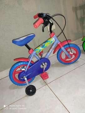 Vendo Bicicleta con rueditas para niño. Rodado 12