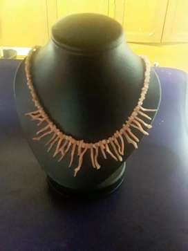 Collar antiguo coral rosado