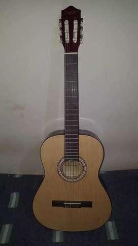 Vendo hermosa guitarra clásica con Alma totalmente nueva