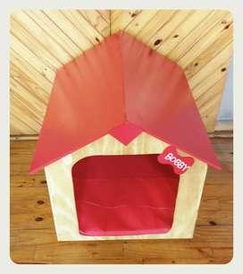 Casa de perro rojo