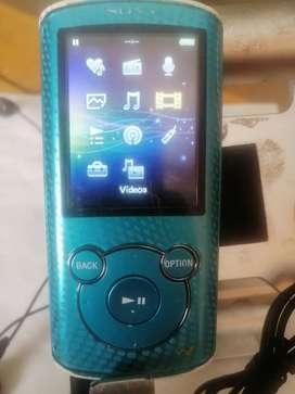 Reproductor MP3 Sony radio 8 gigas azul detalles en los botones pero funcional