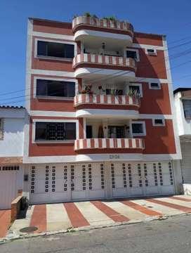 Apartamento Provenza 103 m2+40 m2 terraza 2 cuarto +1 cuarto servicio, machimbre, teja barro, ventilado.