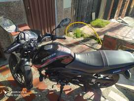 Vendo moto Discover 150 ST