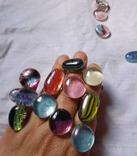 anillos de piedras de cristal