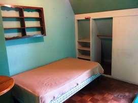 Arriendo habitación amoblada en Av. América y Mañosca. Excelente ubicación.