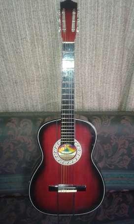 Guitarra acústica marcante