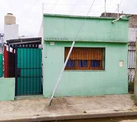 DUEÑO ALQUILA PH en Villa Dominico, con frente a la calle.