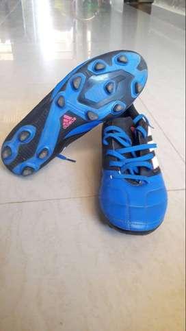 Se venden guayos talla 37 marca Adidas originales