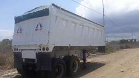 Se vende o se cambia con vehiculo, bañera  de 2 ejes de 25m3  en buenas condiciones .
