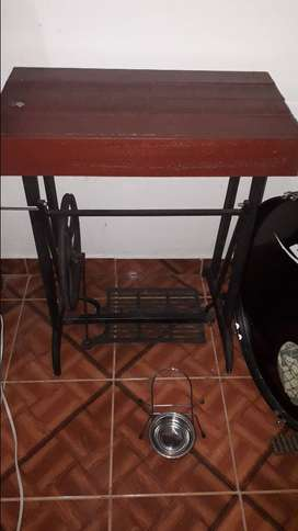 Base de mesa de coser antigua.
