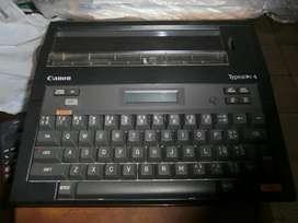 Vendo para coleccionista maquina de escribir eléctrica Canon, le falta el adaptador AC, 15 dólares.