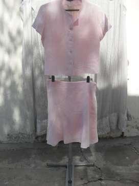 Conjunto de Pollera y Blusa de mangas cortas