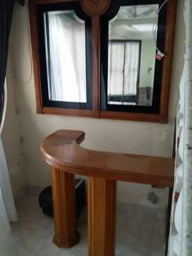 Mesa de bar con juego de espejos