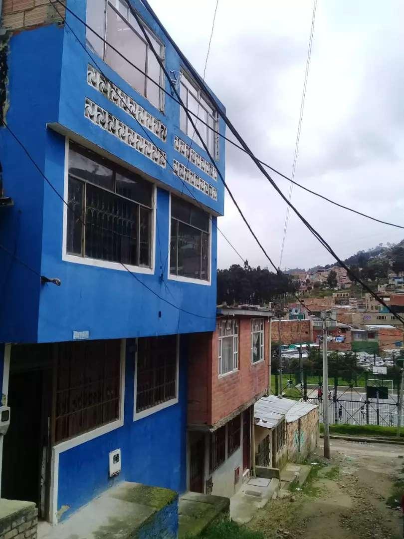 Sevende casa de 3 pisos en Bogotá o se permuta por una enVillavicencio 0