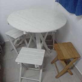 Mesa mas 4 banquitos