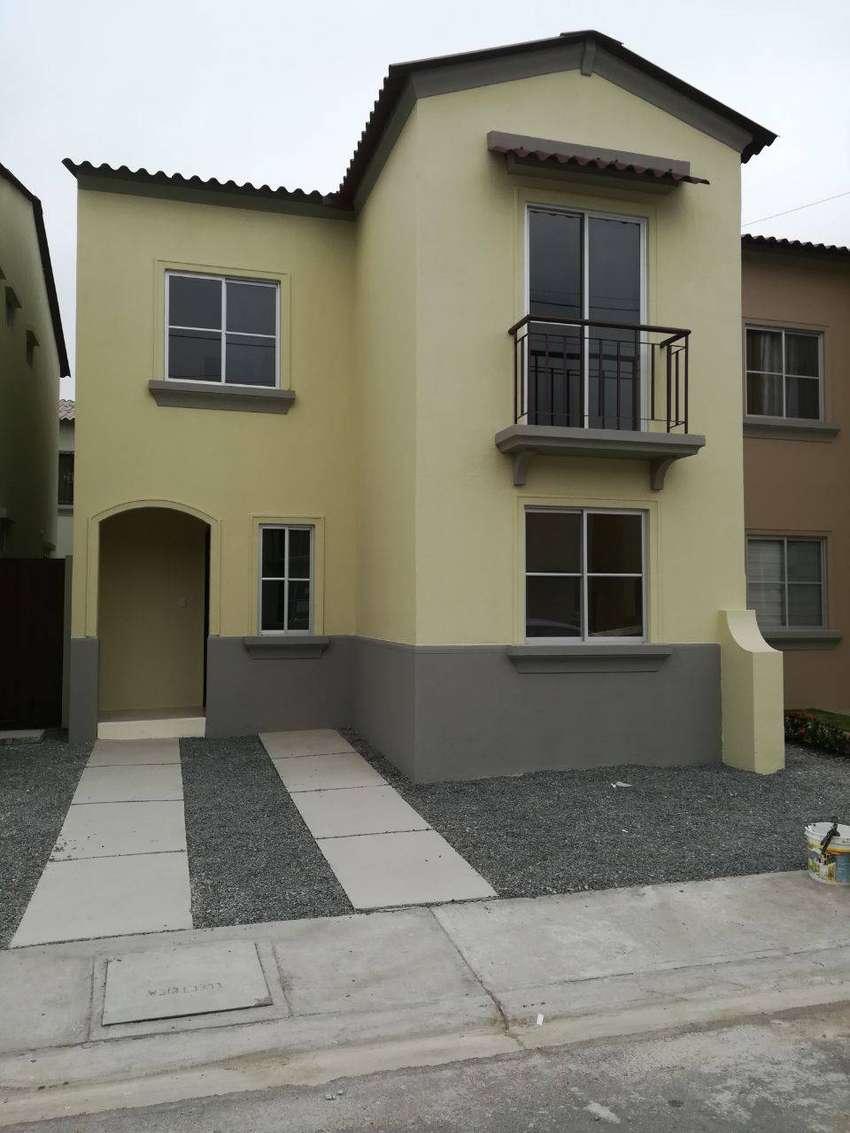 Venta de Casa de 2 plantas en Urbanización La Rioja,  Avda. Leon Febres-Cordero 0