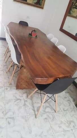 Vendo comedor de madera rústica con 8 sillas