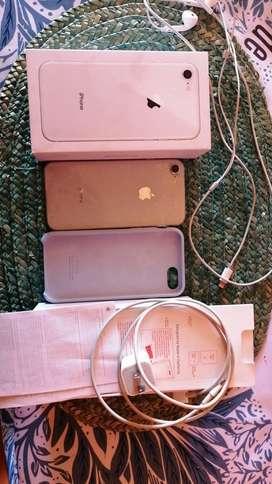 Se vende o cambia iPhone 8 64gb blanco en excelente estado se entrega con caja y todos los accesorios precio negociable