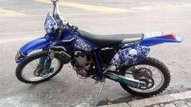 Vendo o permuto Yamaha WR450 modelo 2008 lista para rodar perfecto estado llantas al 80% manifiesto recibo carro o moto