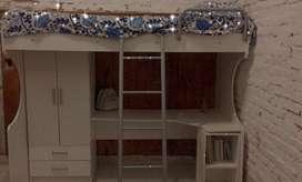 Cama cucheta con ropero y escritorio