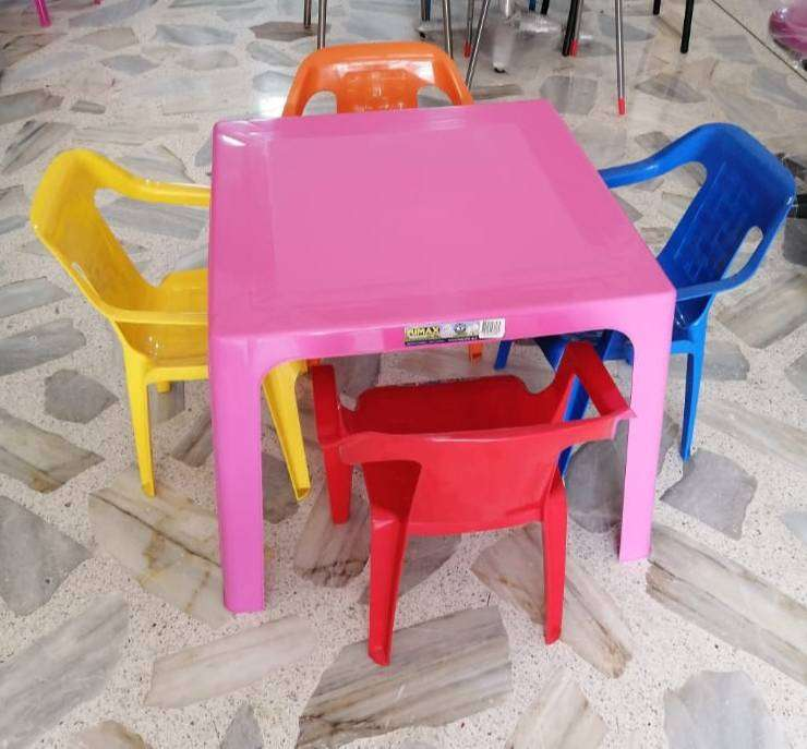 Juego mesa con 4 sillas Rimax infantil 0