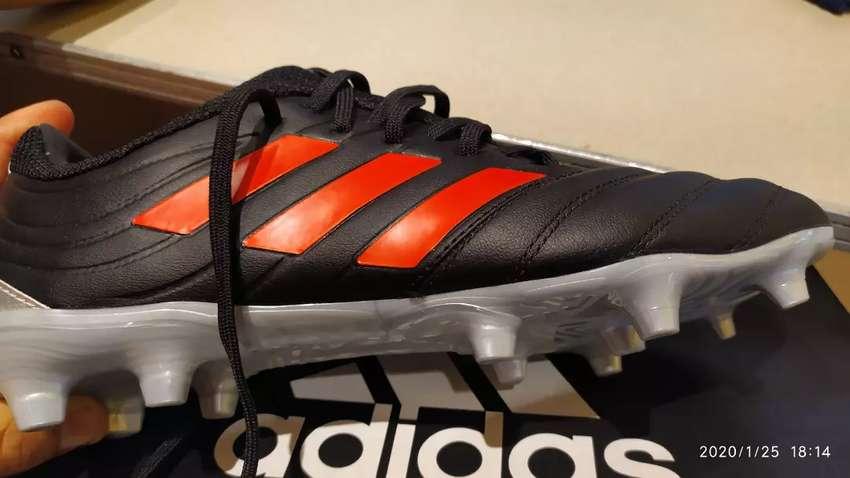 Zapatos para jugar fútbol adidas 0