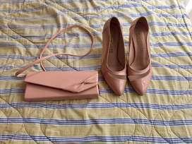 Cartera y zapatos cuerina rosada en buen estado 30 soles