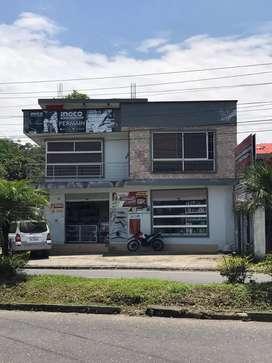 Se vende casa de dos pisos con proyecion para cuatro  en la av. Alberto zambrano, frente al portal del amazonas