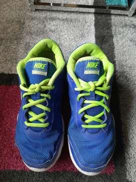 Tenis Nike para niño