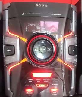 Equipo Sony con tres parlantes