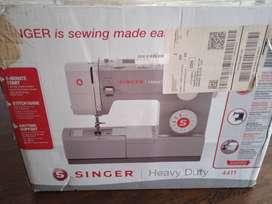 Maquina de coser SINGER 4411