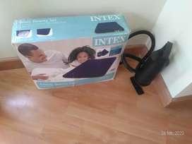 Colchón inflable de marca Intex motivo viaje favor llamar al número que está abajo